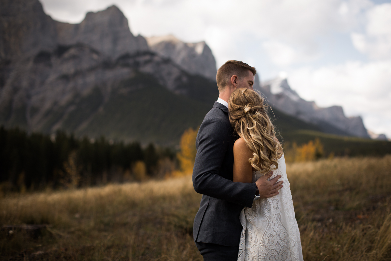 12-willow_and_wolf_photography_stef_and_pete_canmore_wedding_blog