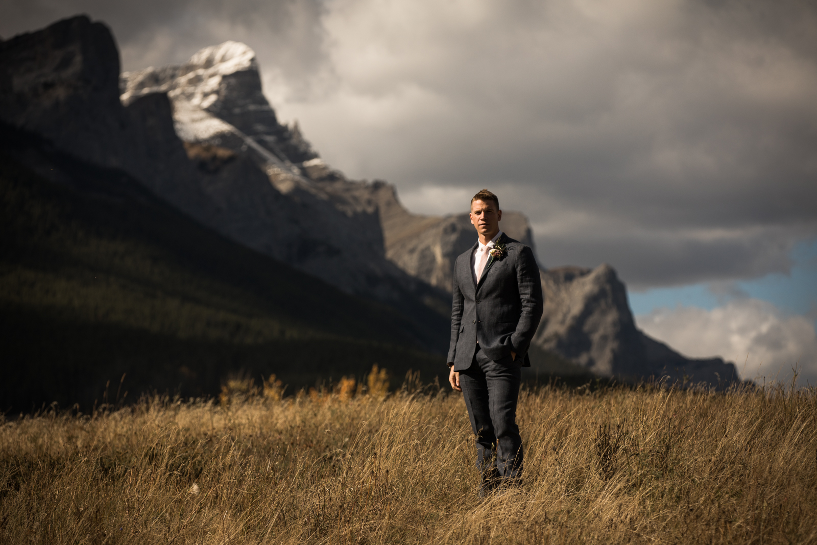 15-willow_and_wolf_photography_stef_and_pete_canmore_wedding_blog