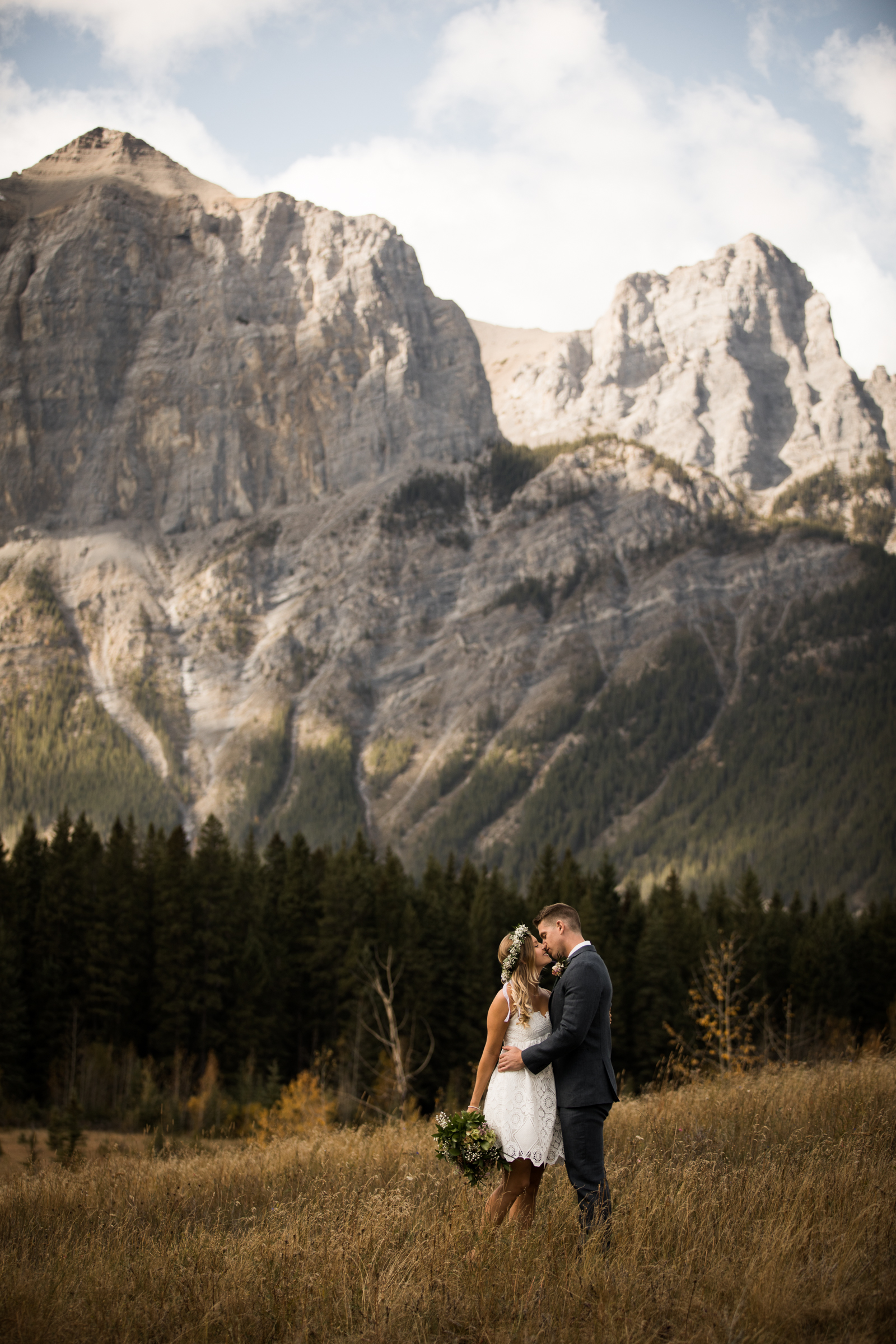 5-willow_and_wolf_photography_stef_and_pete_canmore_wedding_blog