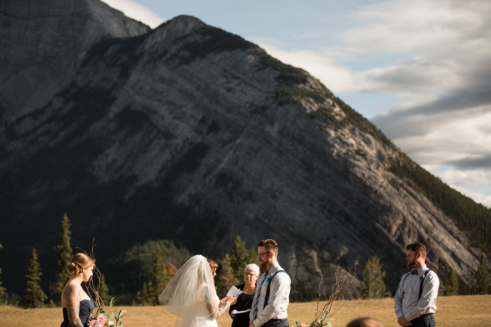54-willow_and_wolf_photography_stephanie_and_kyle_banff_wedding_blogatp_8595