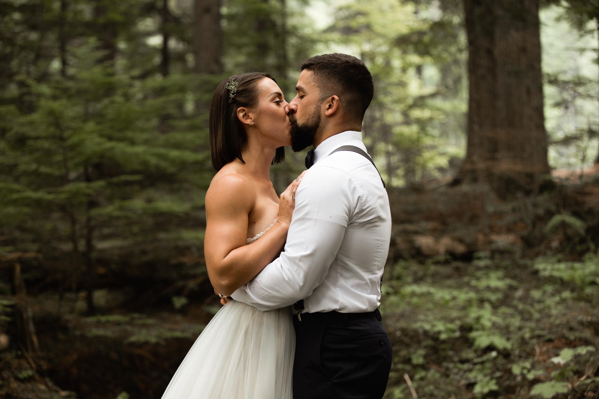 elopement first kiss