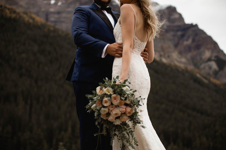 bride and groom at moraine lake